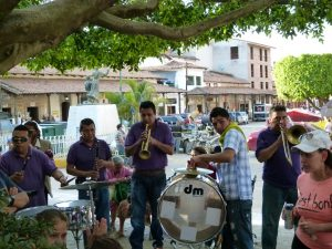 Music every weekend in the Plaza !